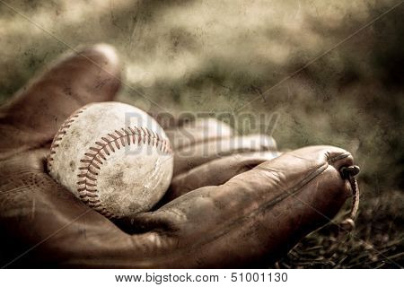 Vintage style baseball glove and ball