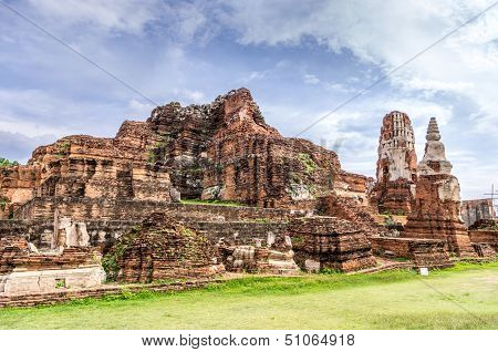 The Wat Mahathat, Ancient Ruines in Thailand.