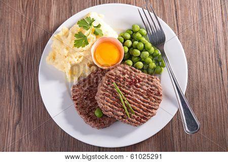 beefsteak, mashed potatoes and pea