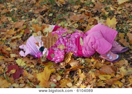 Little Girl Lin The Autumn In Park