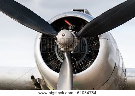 Vintage Airplane DC 3 Engine