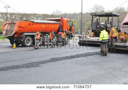 Road repairing in Paris