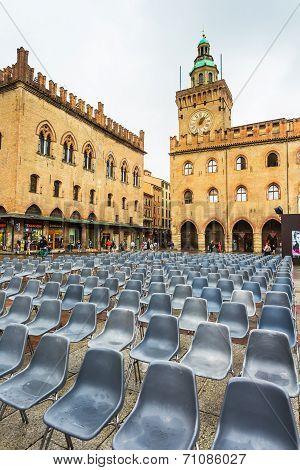Piazza Maggiore With Accursio Palace And Palazzo Del Podesta