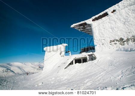 The building of the ski lift in the snow