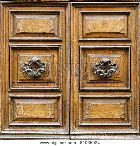 Lucca Wooden Door