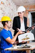 foto of door-handle  - Construction worker and interior designer with door handle discussing door handles - JPG