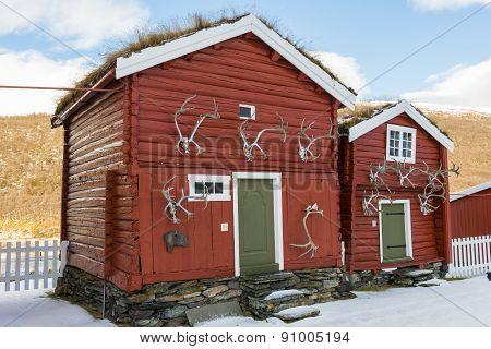 Two Old Cabins Hjerkinn