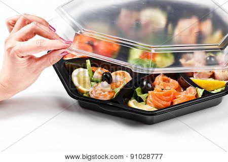Hand Opening Fish Buffet Box Catering
