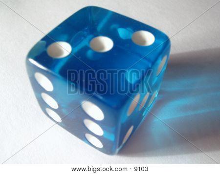 Die azul translúcido