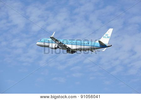 Amsterdam Airport Schiphol - Embraer Erj-190 Of Klm Takes Off