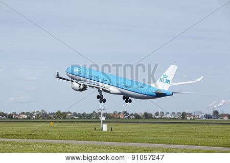 Amsterdam Airport Schiphol - Airbus A330 Of Klm Takes Off