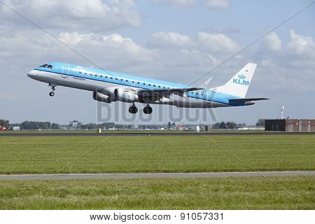 Amsterdam Airport Schiphol - Embraer Erj-190 Of Klm Cityhopper Takes Off