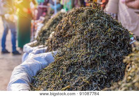 Organic Green Tea Dry Process After Picked In Market