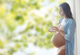 image of big belly  - pregnancy - JPG