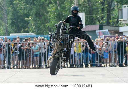 Stunt Rider On A Sport Bike ,on A Stunt Battle