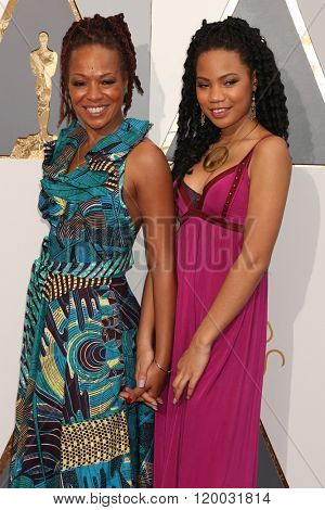 LOS ANGELES - FEB 28:  Lisa Simone Kelly, ReAnna Simone at the 88th Annual Academy Awards - Arrivals at the Dolby Theater on February 28, 2016 in Los Angeles, CA