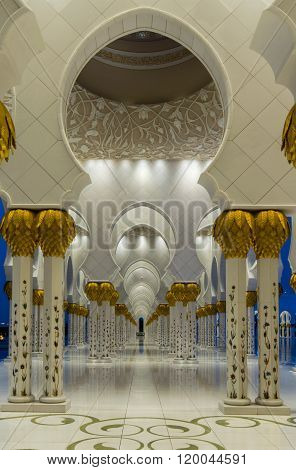 Abu Dhabi, Uae - February 01: Sheikh Zayed Grand Mosque, Abu Dhabi, Uae On February 01, 2016 In Abu