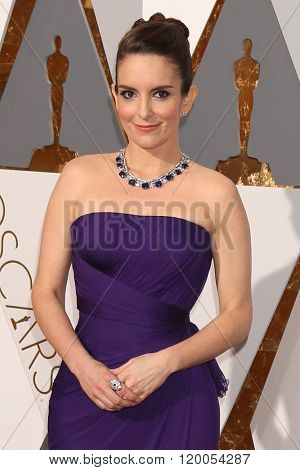 LOS ANGELES - FEB 28:  Tina Fey at the 88th Annual Academy Awards - Arrivals at the Dolby Theater on February 28, 2016 in Los Angeles, CA