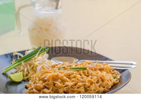 Stir-fried Rice Noodles With Egg (pad Thai) Thailand's National Dishes