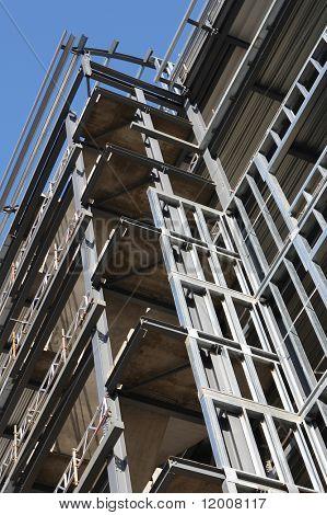 Marco de acero para el nuevo edificio de oficinas