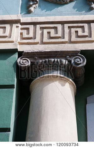 architectural pattern of old wall with column