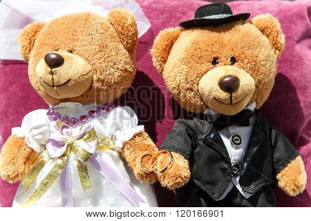 Wedding Decor With Two Teddy Bears: Groom And Wife