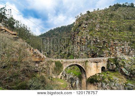 Alvarenga Bridge