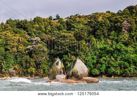 Split Apple Rock In Abel Tasman National Park, New Zealand