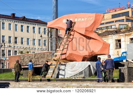 The team of workers, reducing memorial. Kursk. Russia