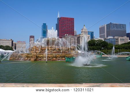 Famous Buckingham fountain in Grant Park Chicago USA