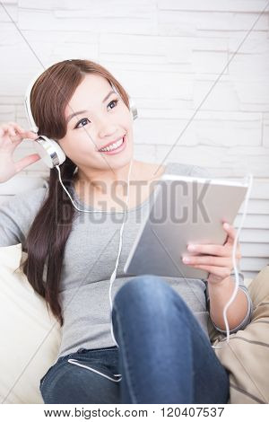 Listen Music In Digital Tablet