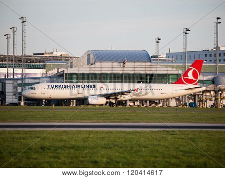 Turkish Airlines Airbus A321 taxiing at Prague Airport