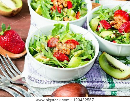 Avocado salad with strawberries and walnuts