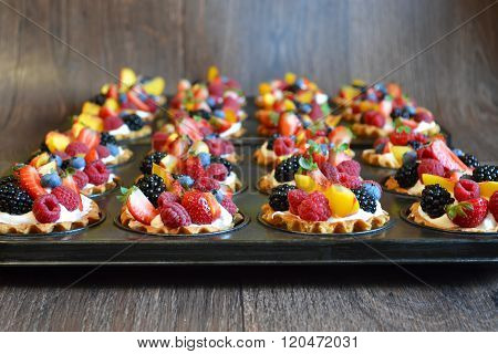 Sand Tartlets With Meringue And Berries