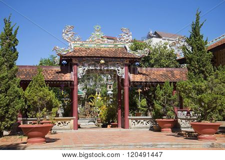 In the courtyard of the pagoda Lin Sean. Vietnam
