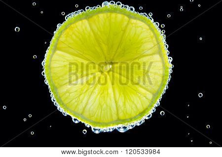 Slice of lime in the gas water on the black