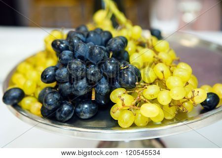 Dish of grapes, healthy food fruit.