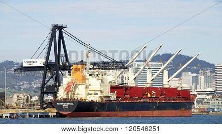 Bulk Carrier Hanjin Liver:pool Docked At The Port Of Oakland