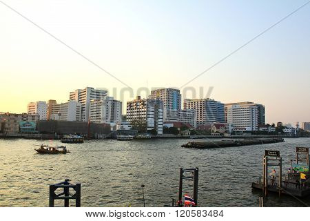 Bangkok,thailand - March 4, 2016: Buildings Of Siriraj Hospital Was Along Chaophraya River, In Cloud