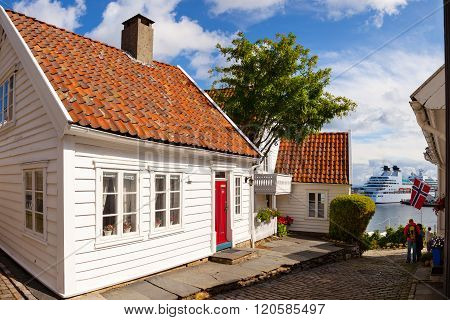 Norwegian White Houses