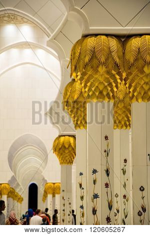 Abu Dhabi, Uae - February 01: Sheikh Zayed Grand Mosque, Abu Dhabi, Uae On February 01, 2016 In Abu