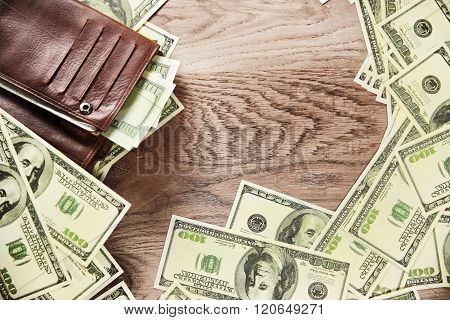 Photo Wallet And Banknotes Of Dollars On Wooden Background