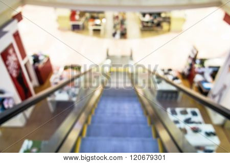 Blurred, de focused shopping mall, escalator