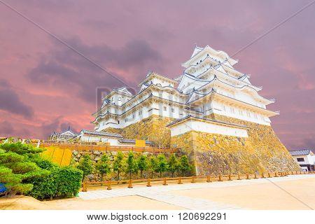 Himeji Jo Castle Inside Yard Sunset Angled H