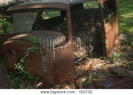 Coches antiguos abandonadas