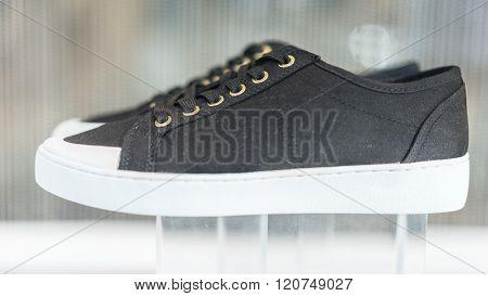 Ladies black canvas fashion style shoes