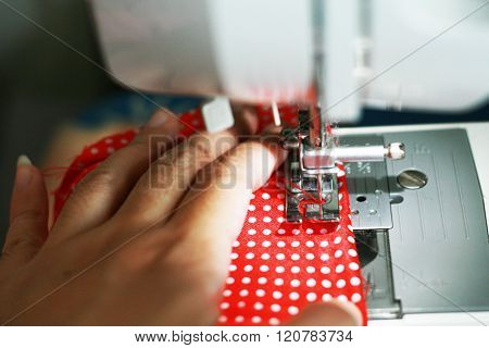Cloth sewing in the light of sewing machine