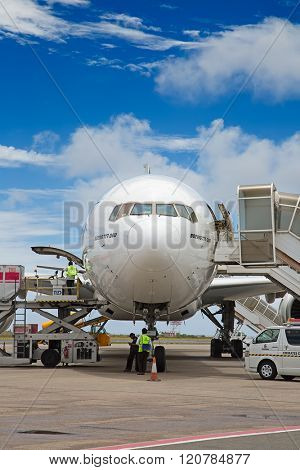 MALE - FEBRUARY 20: Emirates B-777 preparing for departure on February 20, 2016 in Male, Maldives. Busy Male airport is the primary international airport on Maldives.