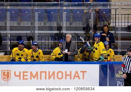 Kurt Lindmark On Team Bench