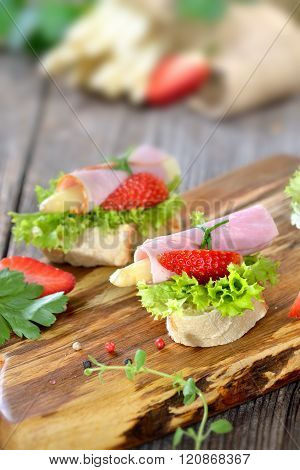 Finger food with asparagus